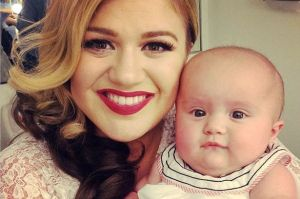 Kelly-Clarkson-and-baby